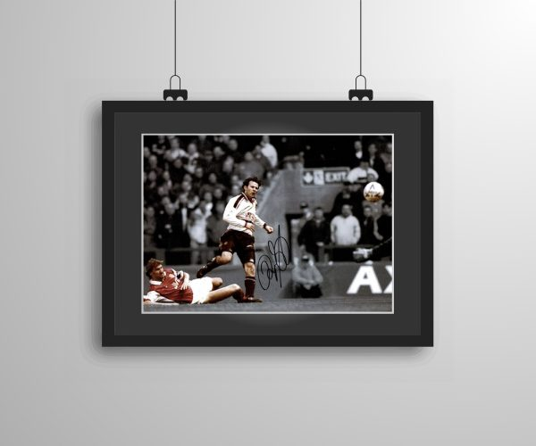 Signed and framed Ryan Giggs 'Wonder Goal' celebration print